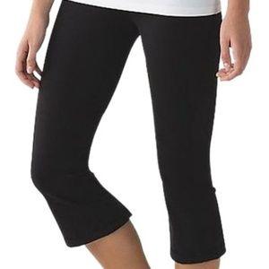 Lululemon athletica  black capri legging size 6